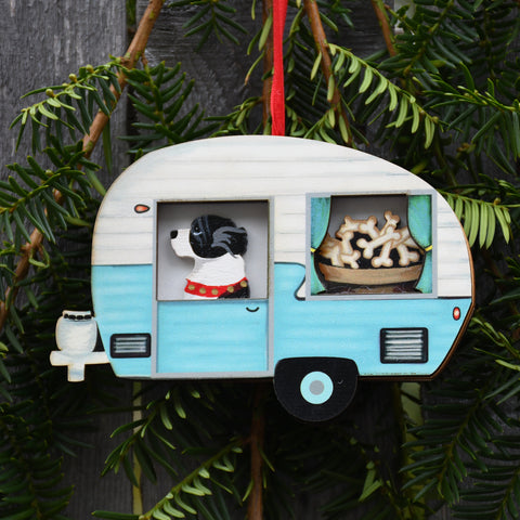 Retro Trailer with Landseer Ornament