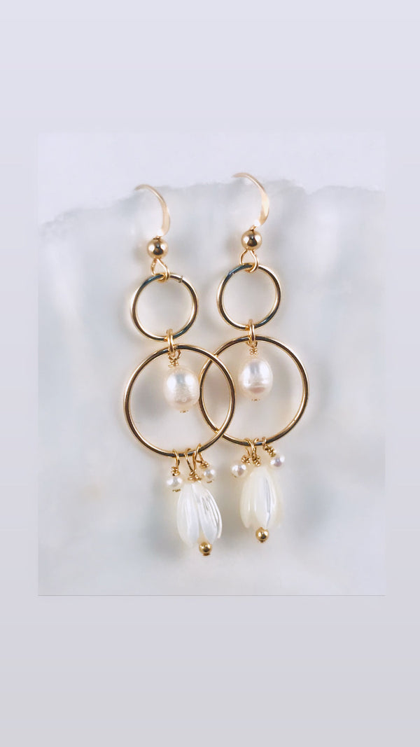 PIKAKE & Pearls open link earrings