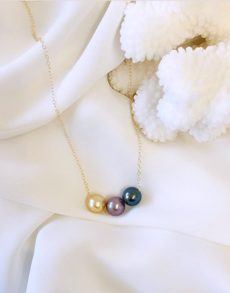 Tricolor floating pearl necklace