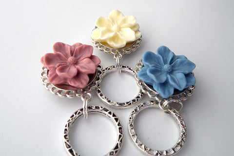 Resin flower eyeglass holders