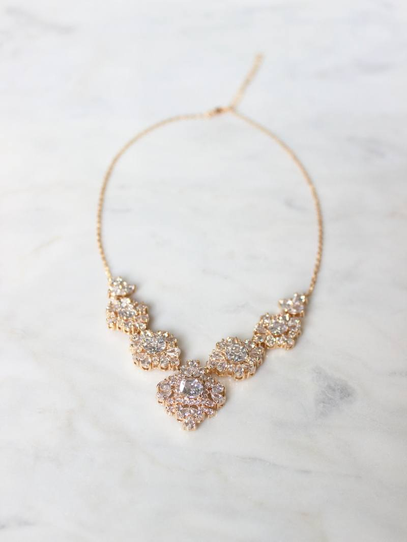 ROSLYN NECKLACE
