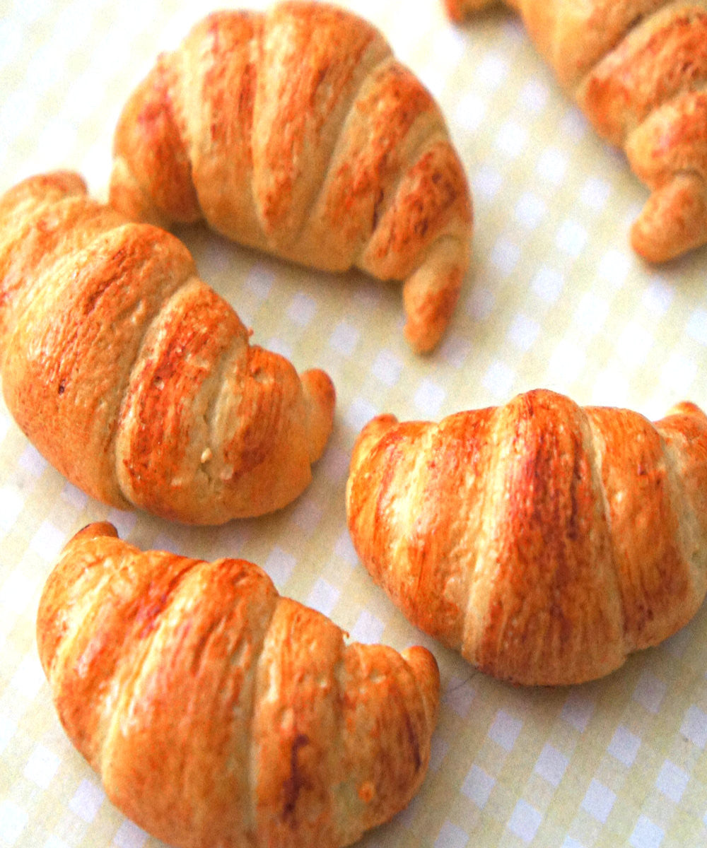 Croissant Magnet - Jillicious charms and accessories