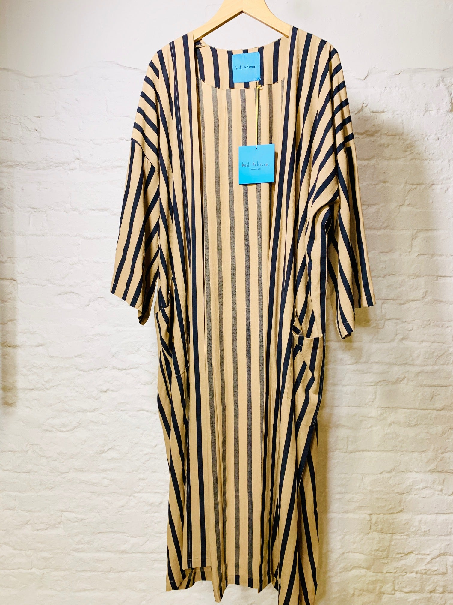 Dara robe beige black stripe
