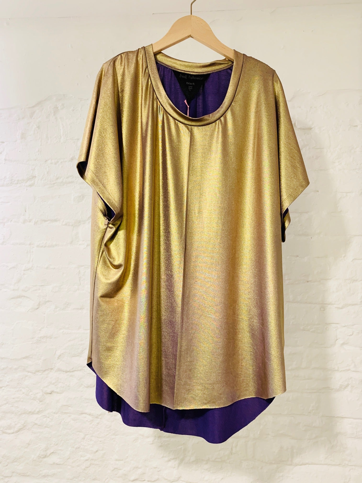 Gaia Tee purple gold
