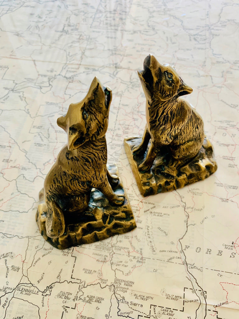HOWLING WOLF BOOKENDS