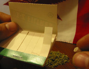 How To Roll A Joint - Image 3 - Toronto Hemp Company THC
