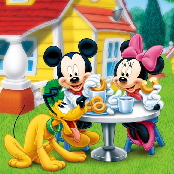 Mickey and Minnie Enjoying Donuts - Diamond Painting Kit with 1 AB