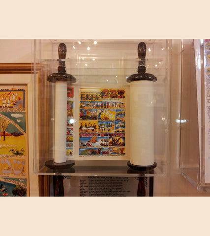 ***DISPLAY SALE*** MEDIUM TORAH SCROLL WITH 12 JEWISH FESTIVALS ILLUSTRATIONS + PLEXIGLAS CASE (not new) HIGH: 27 inch *shipping included*