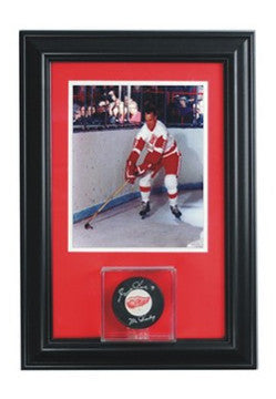 Wall Mounted Single Puck Display Case and 8x10 Photo