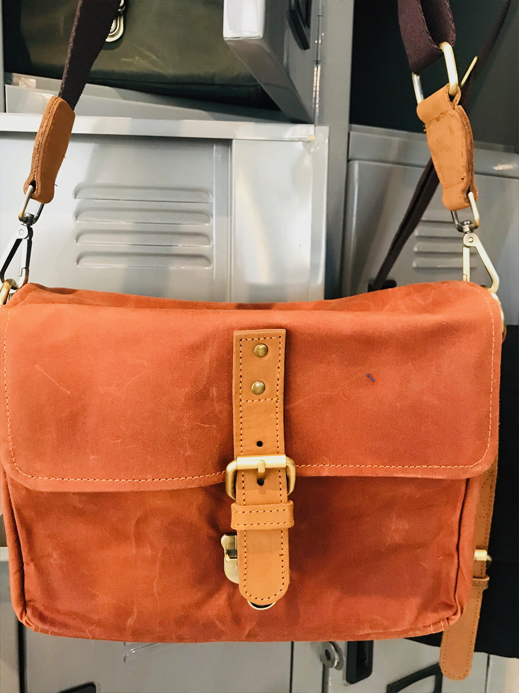 Harvey Waxed Canvas Camera Bag (Brick)