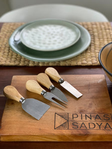Cheeseboard (knives included, Pre Order)