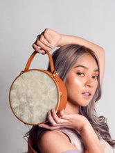 Load image into Gallery viewer, Aurelia Capiz Round Bag (Pre Order)