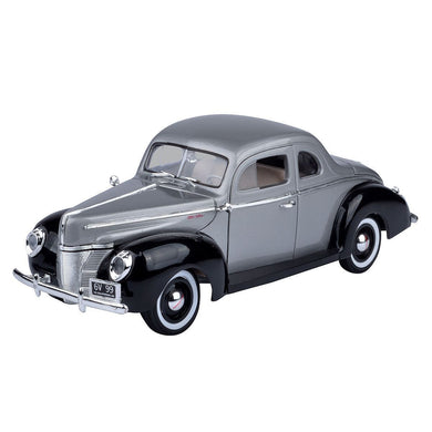 Ford Deluxe Grey/Black 1940 (scale 1 : 18)