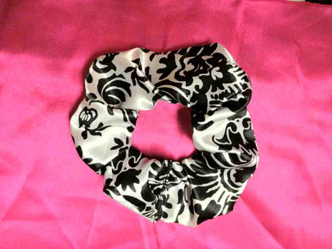Damask scrunchie