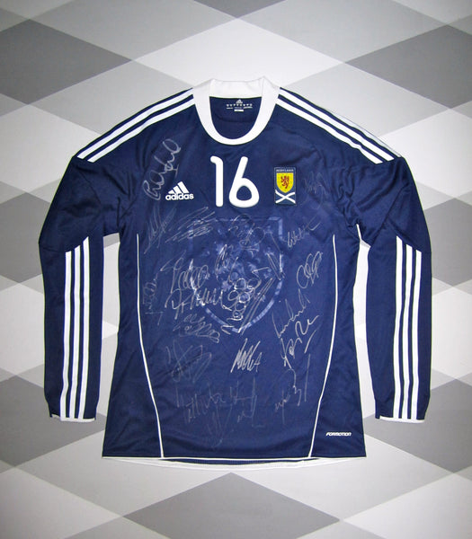 2010/11 Scotland Player Issue Home Football Shirt M * SQUAD SIGNED * 1