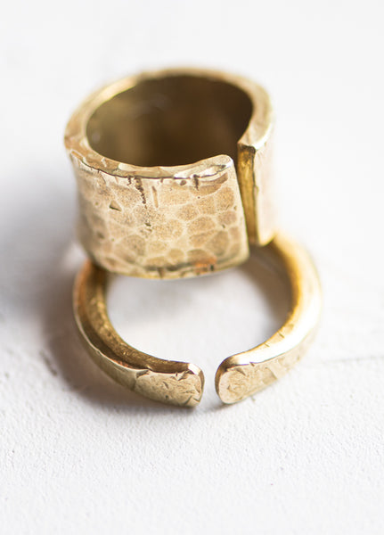 PTC - TEXTURED BRASS BAND RING (SKINNY)