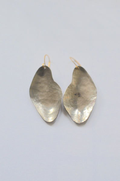 SIMPLY SVEA - OYSTER EARRINGS (NIOBIUM / FINE SILVER / BRASS)