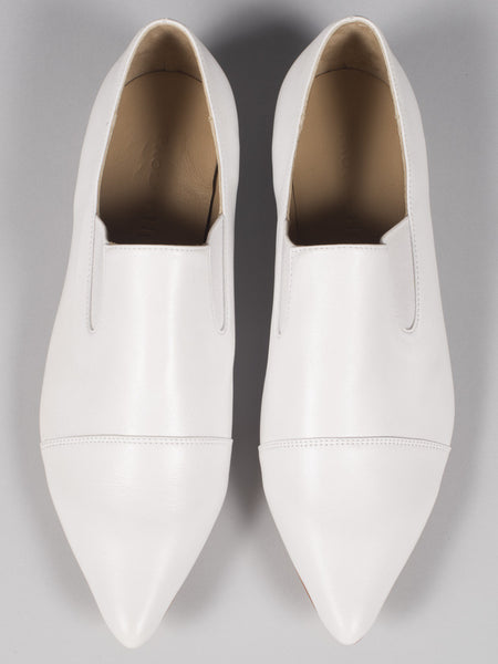 PAOLA HERNANDEZ - POINTED TOE LOAFER (WHITE)