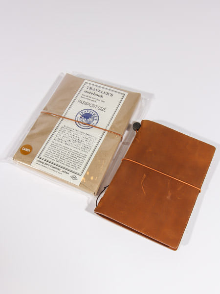 TRAVELER'S NOTEBOOK - PASSPORT SIZE (CAMEL)