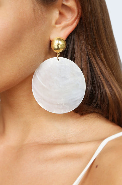 Ettika Beach Queen White Shell Earrings