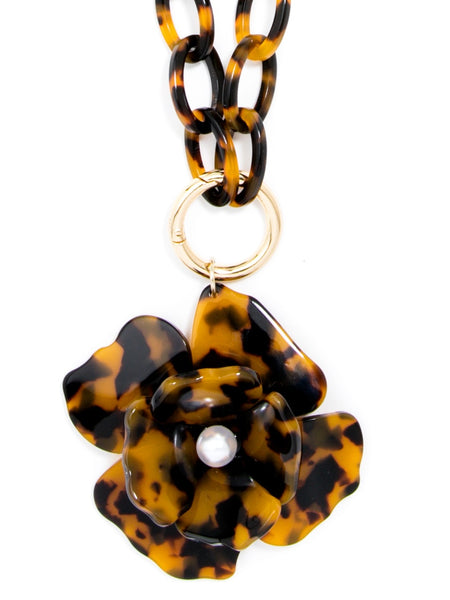Tortoise Blooming Necklace pendant brown