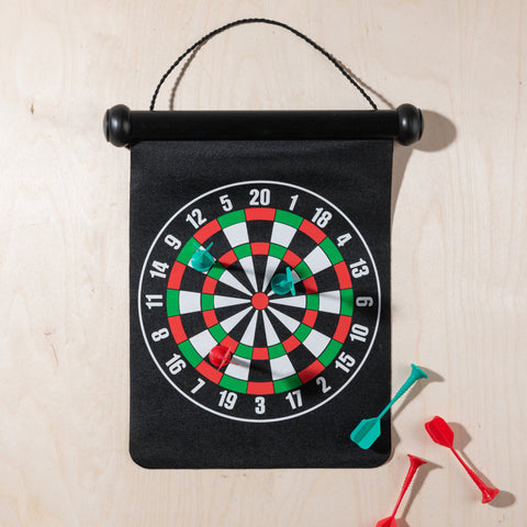 hanging magnetic dart board with magnetic darts set