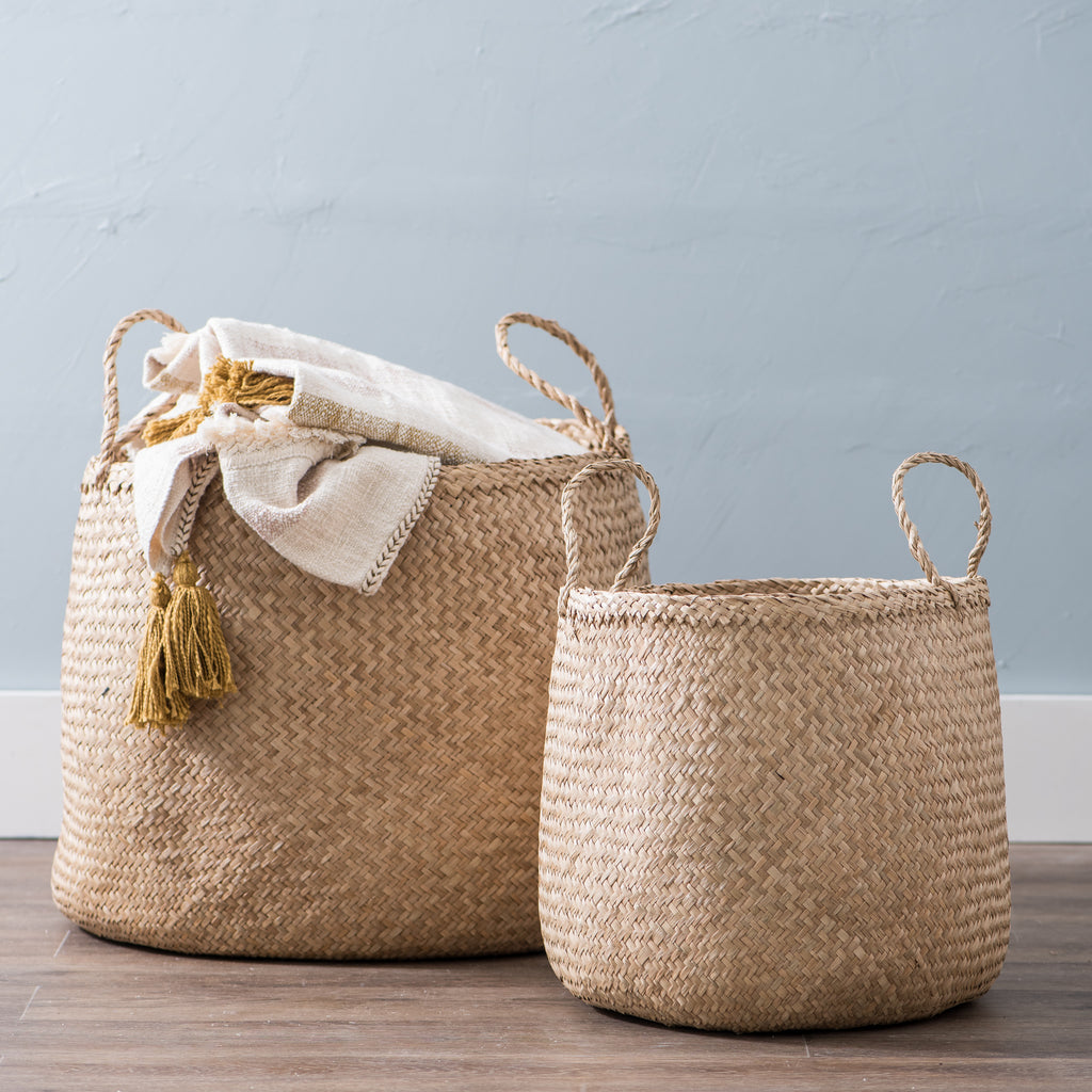 round seagrass basket with handles