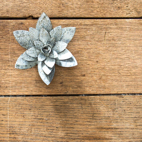 metal water lily magnet