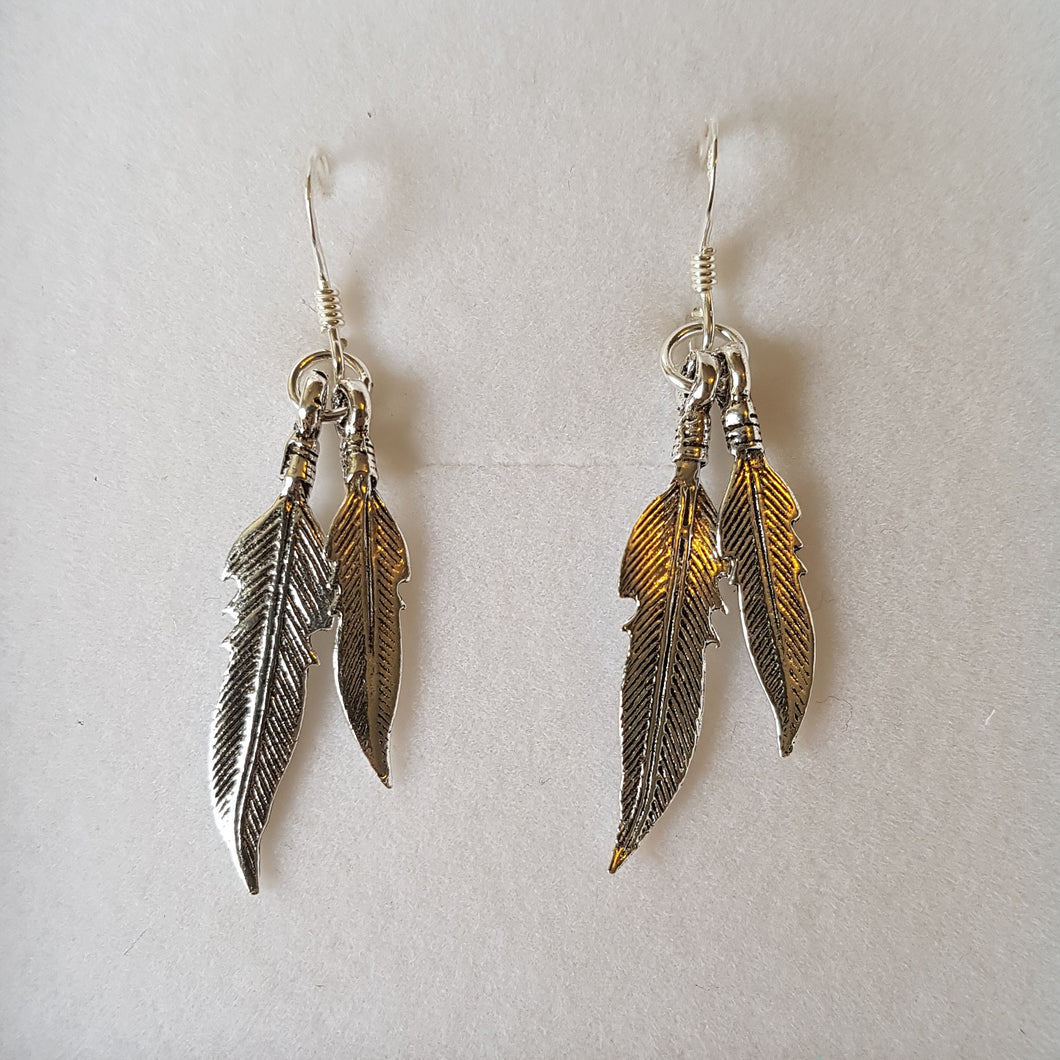 Double feather earrings - Thyme for U