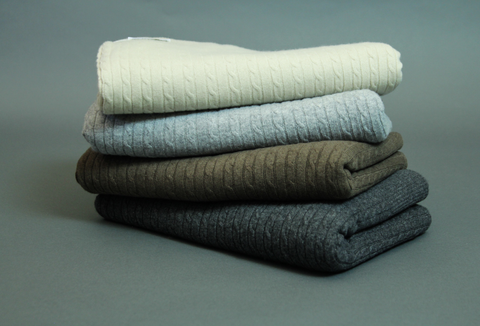 THE CASHMERE CABLE-KNIT BLANKET - NATURAL
