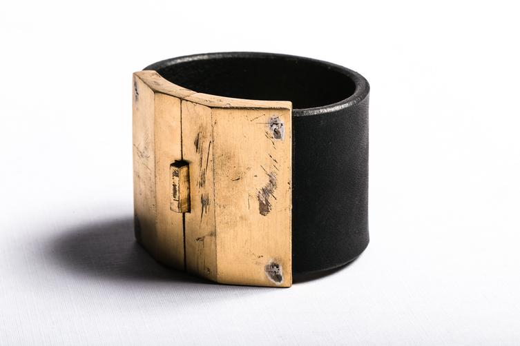 Box Lock Bracelet in Acid Gold