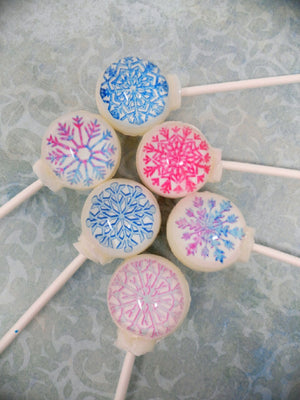 Freshly fallen snow lollipops by I Want Candy!