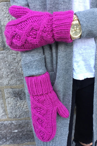 Red Robin Mittens in Pink