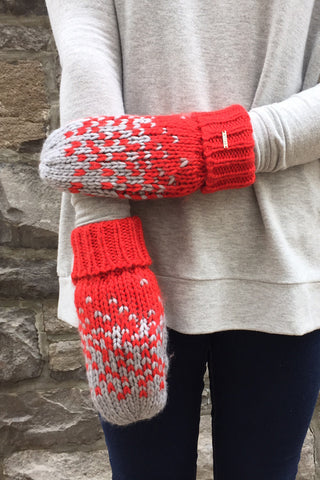 Snowman Mittens in Grey/Red