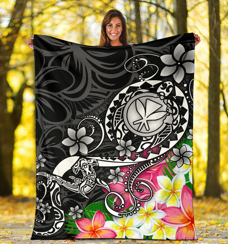 Image of Hawaii Polynesian Premium Blanket - Turtle Plumeria (Black)