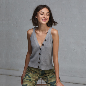 Front Shaker Stitch Halter in Grey