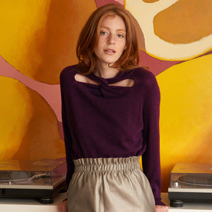L/S Cutout Twist Neck in Prune