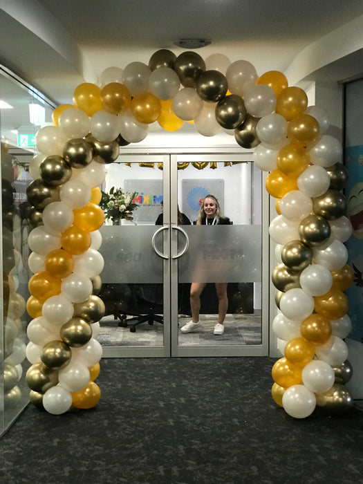 Medium Balloon Arch with Chrome Swirl