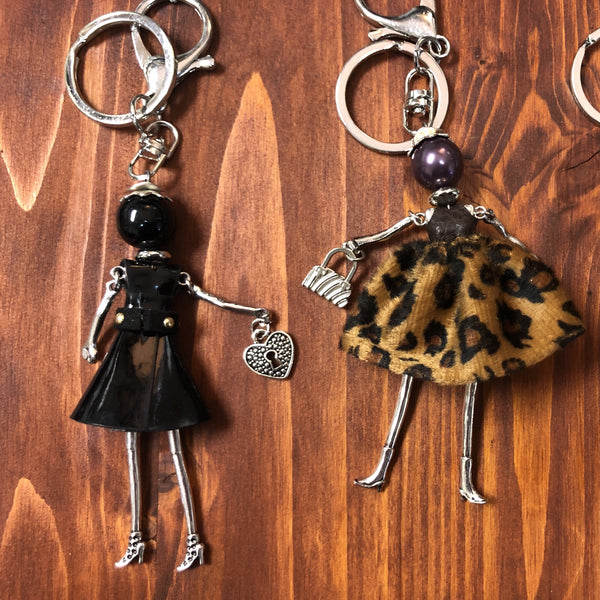 KEYCHAIN SHOPPER GIRL