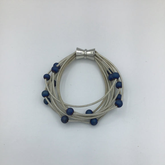 SEA LILY PIANO WIRE WITH BLUE GEODES BRACELET