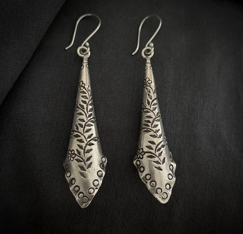 BLANC DE NOIR - STERLING SILVER AKHA LEAF WRAP PRINT EARRINGS