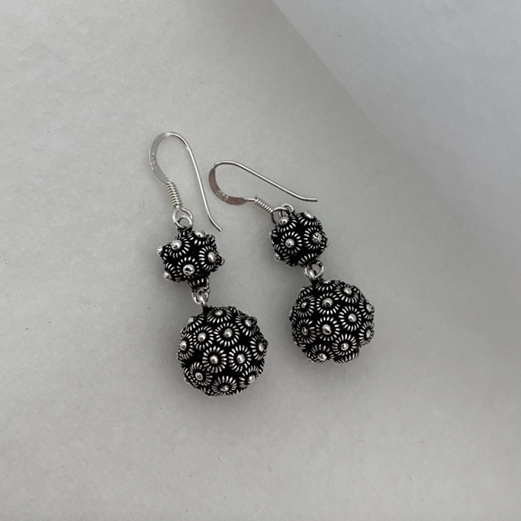 BLANC DE NOIR - CLASSIC PHIKOUN DOUBLE DROP BALL EARRINGS