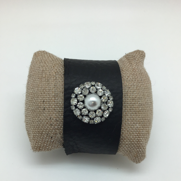 HANDMADE LEATHER CUFF WITH RHINESTONE SURROUNDED PEARL