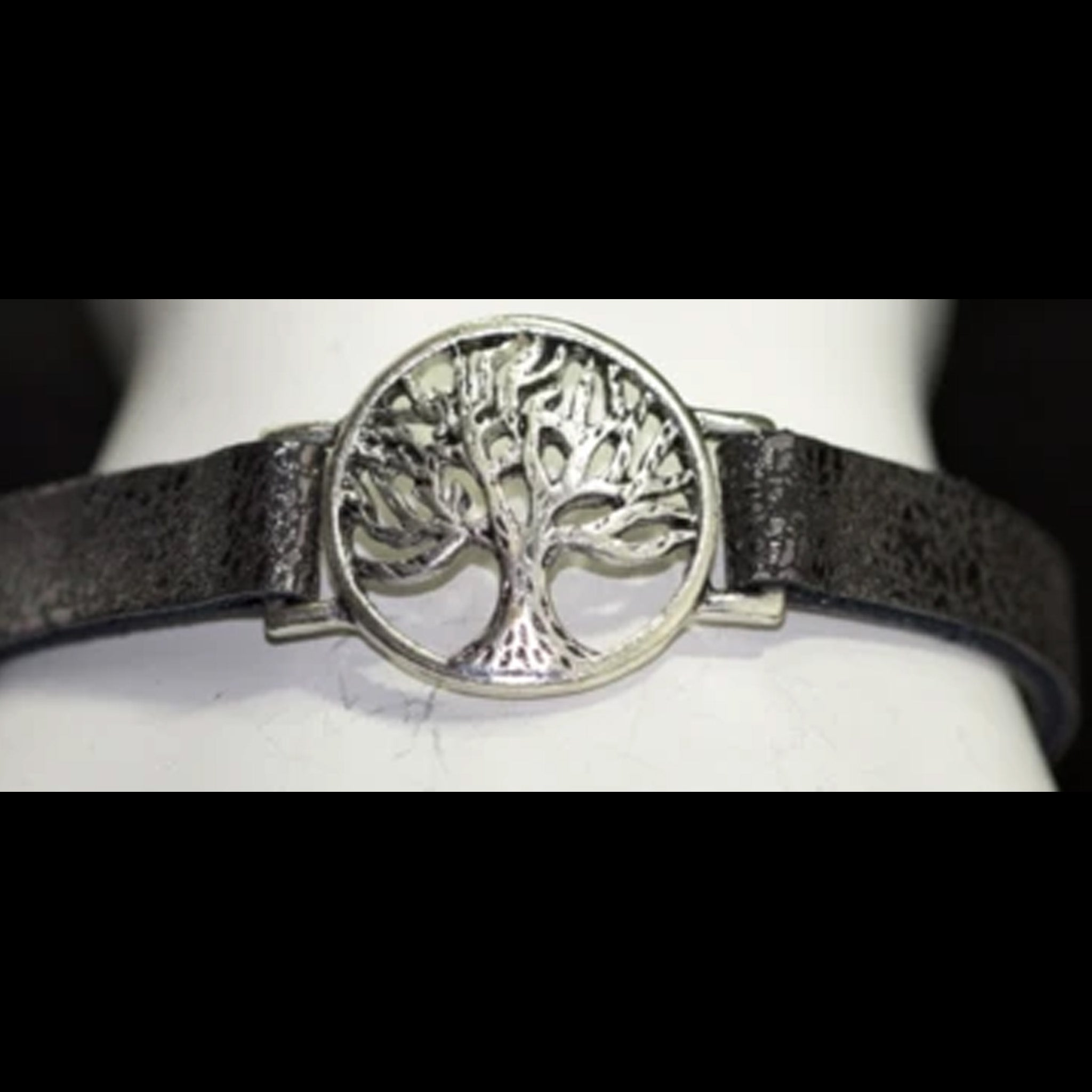 SMALL SILVER OVAL TREE OF LIFE
