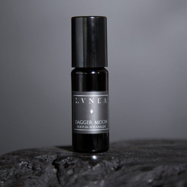 DAGGER MOON - Baked Earth, Ruh Khus, Palo Santo, Coffee Botanical Perfume Oil