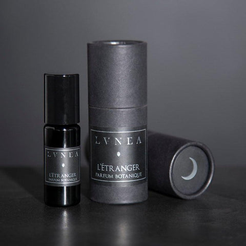 L'ÉTRANGER - Whiskey, Tobacco, Vanilla, Wood - Botanical Perfume Oil