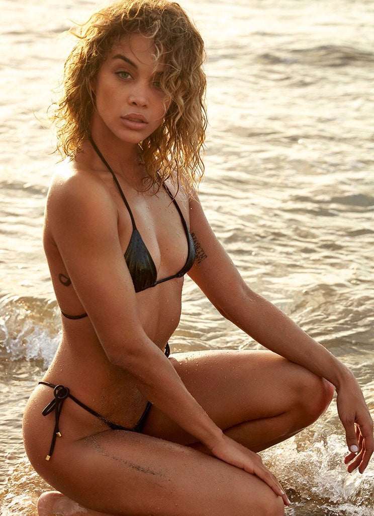 Alexis Ren posing for 2018 Sports Illustrated Swimsuit