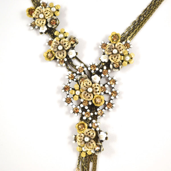 White Flower Burst Necklace by Eric et Lydie