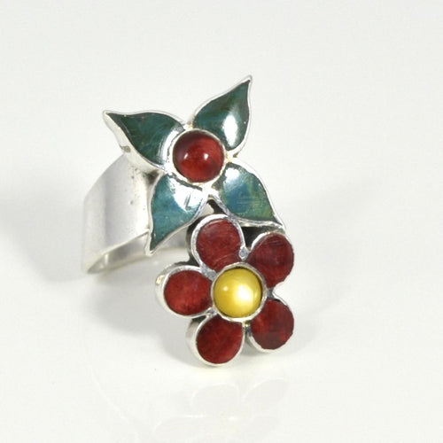 .950 Sterling Silver Flowers and Stones Ring