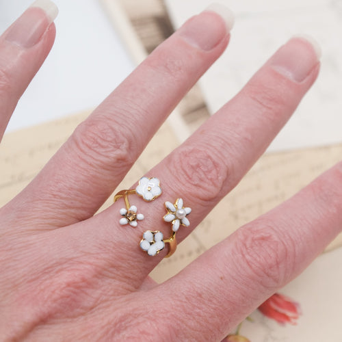 White  Flower and Pearl Golden Ring by Eric et Lydie